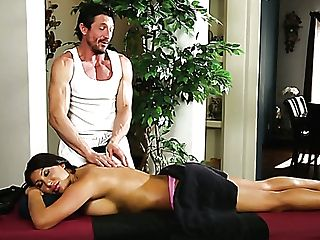 Meaty Bottomed Nymphomaniac With Too Faux Lips Comes For Rubdown But Gets Fucked