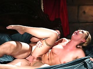 Stunner With Nice Curvy Figure Carter Cruise Gives A Rail Before Hard Rectal