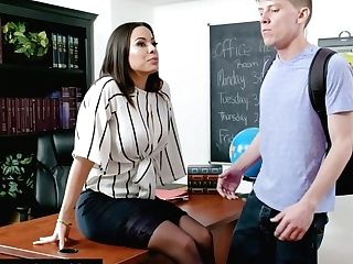 Lewd Cuban Lecturer Luna Starlet Bangs One Bore Students Right On The Table