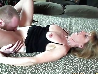 Housewife Cougar Fucks With Baldhead Dude
