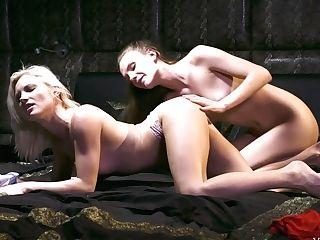 Don't Look Now - Elina De Lion & Zazie S - Vivthomas