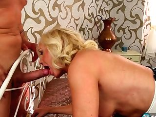 Hot Blonde Gilf Xxx Porno Movie
