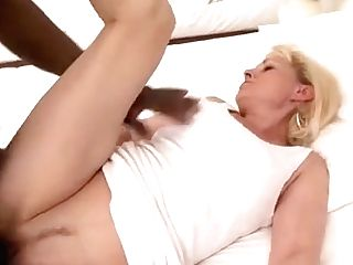 Hot Cougar Deepthroat And Money-shot