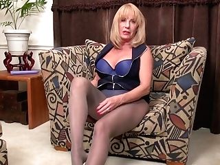 Yankee Gilf Phoenix Skye Fucks Herself With A Fuck Stick