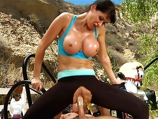 Sporty Whore With Big Mammories Gives Her Paramour A Nice Oral Pleasure