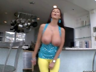 Hot Culo Brown-haired Stunner Ava Addams Takes Her Clothes Off