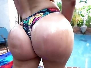 Wild Brooke Beretta Poolside Internal Cumshot