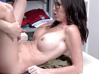Security Man Bangs Deep Jaws And Raw Cunt Of Slender Big-chested Mummy Dava Foxx
